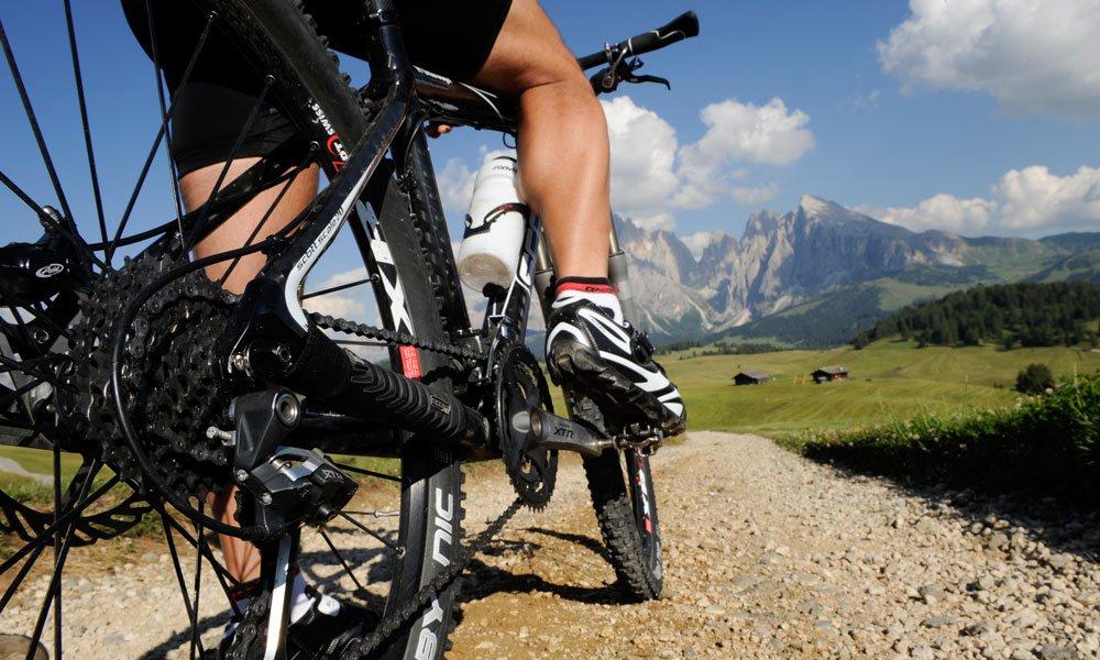 Godetevi la vostra vacanza in bicicletta nelle Dolomiti da soli, in due o in compagnia