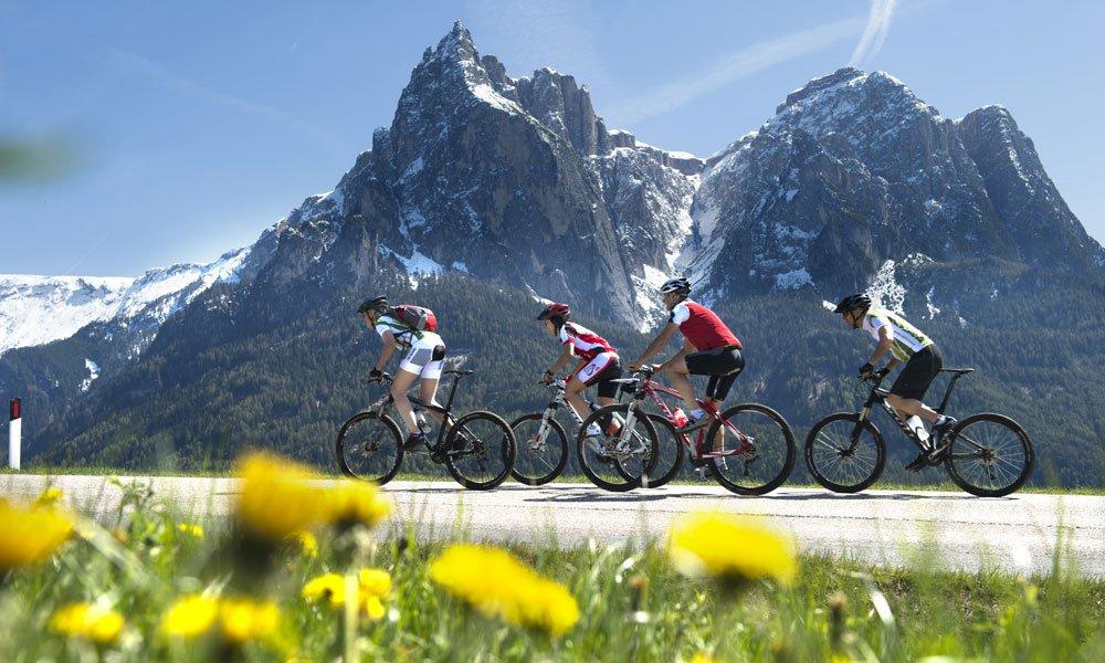 Alleine, zu zweit oder in Begleitung den Bikeurlaub Dolomiten genießen