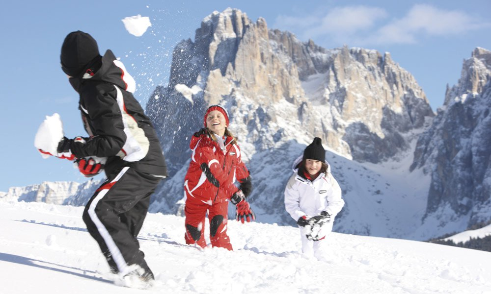 Experience winter fun in the snow during a family holiday in Kastelruth