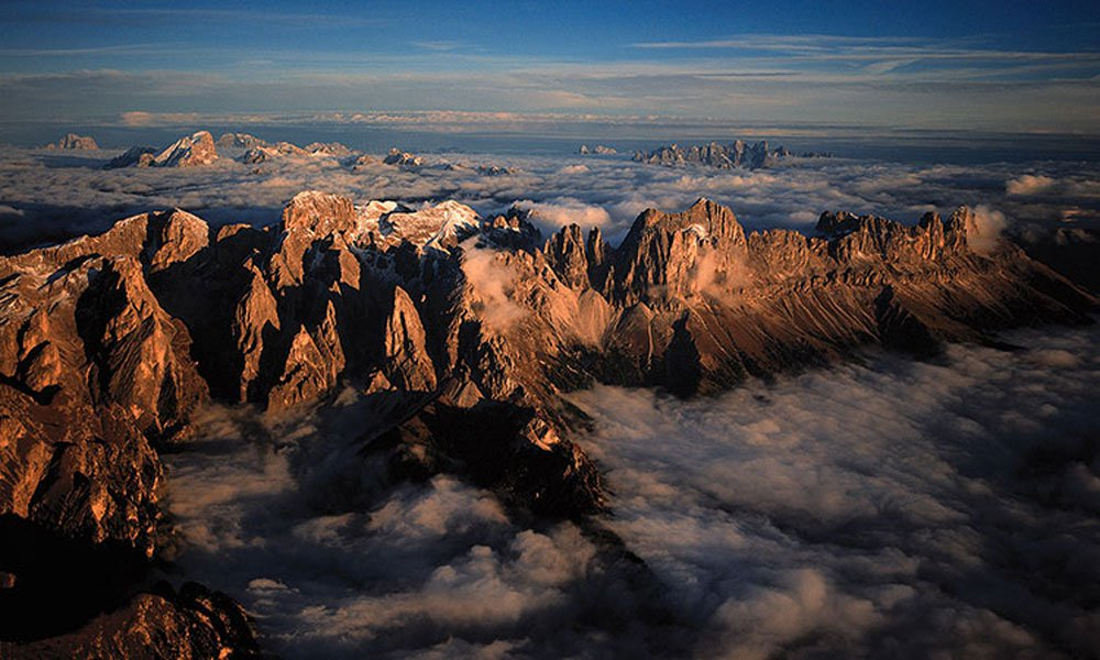 Experience the white mountains of South Tyrol during a holiday in the Dolomites