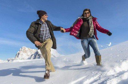 Wintervergnügen im Schnee im Paarurlaub