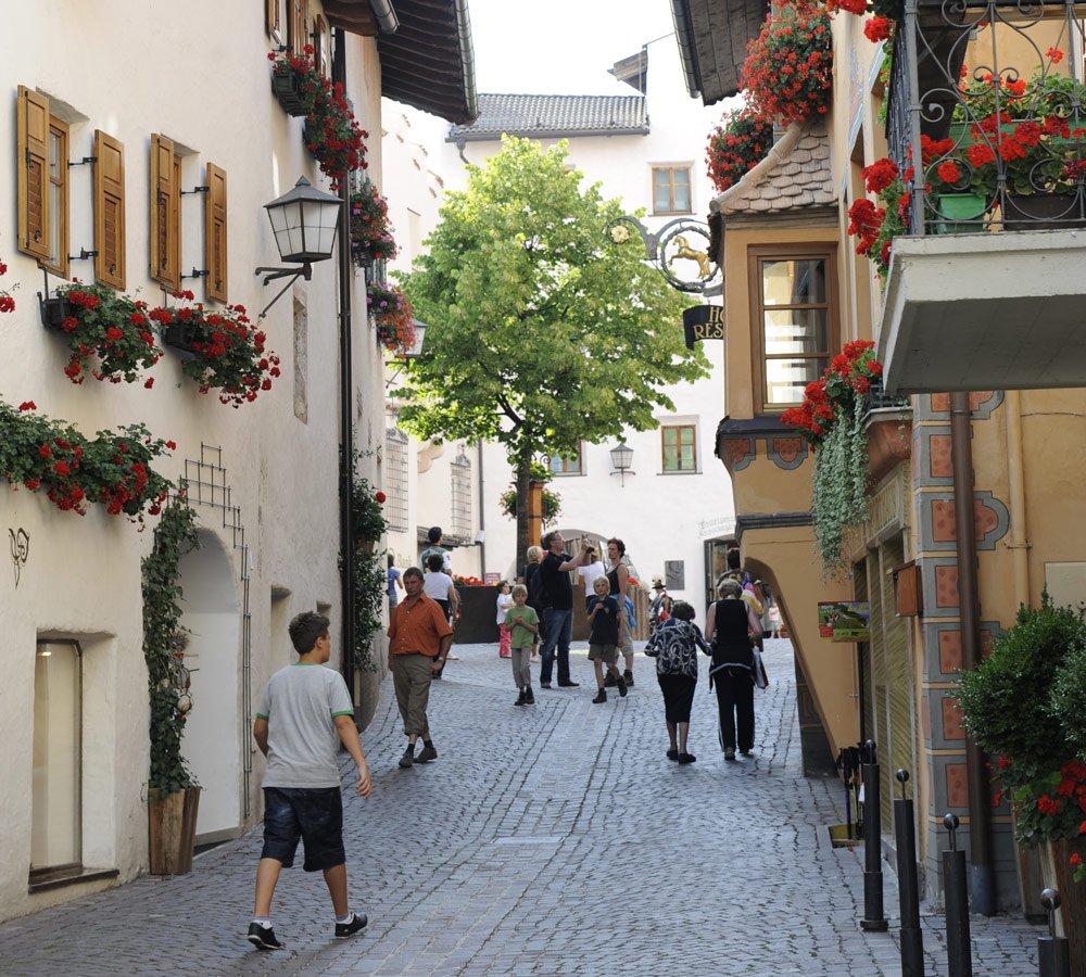 Vivere in una località storica durante una vacanza a Castelrotto