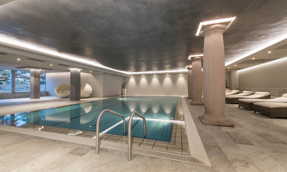 Premium materials in the hotel with swimming pool in the Dolomites provide a special flair
