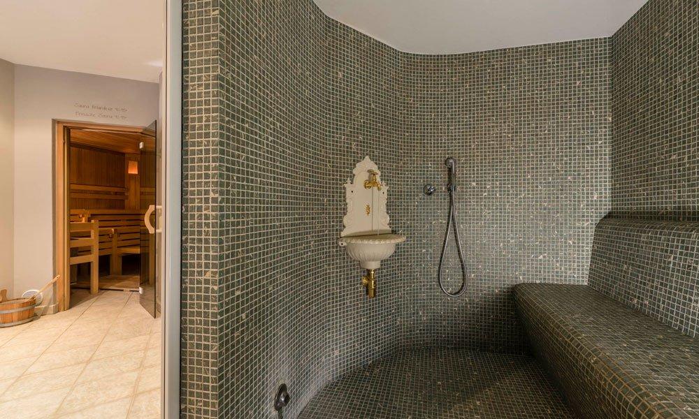 Enjoy the wellness holiday in the Dolomites steam bath and in the brine-salt-sauna