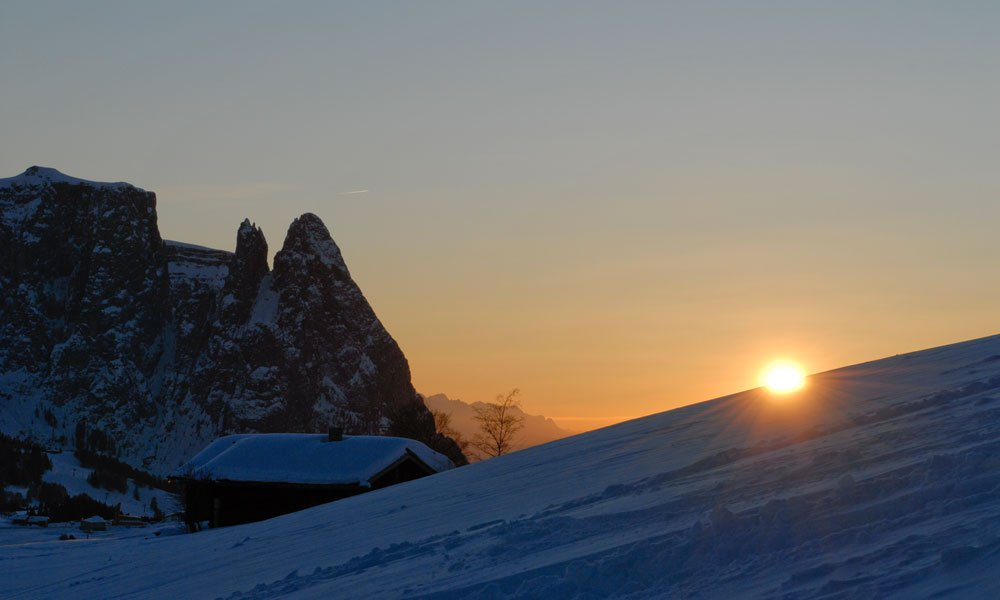 Aktivität und Entspannung mit Schnee und Sonne im Winterurlaub Kastelruth/Seiser Alm genießen
