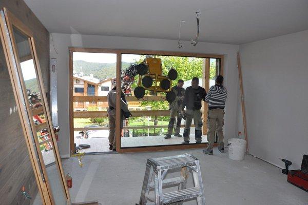 Ein Detailbild der Fenstermontage.