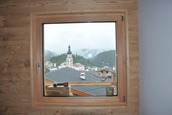 Das erste Fenster mit Blick... auf dem Kirchturm.