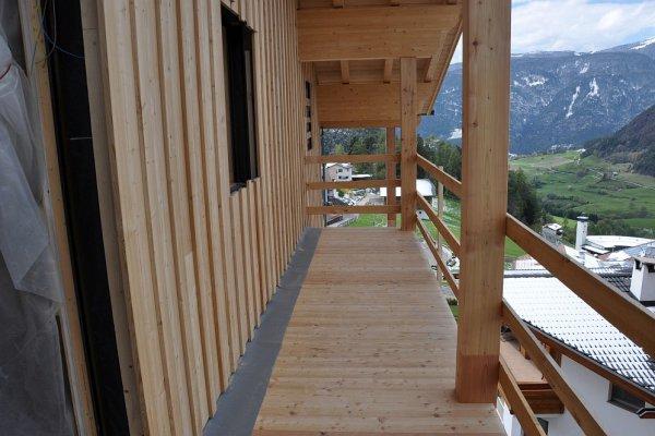 Breite Balkone zieren unser Haus.