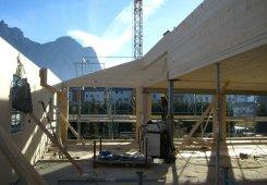 Die 3. Etage erfolgt in Holzbau.
