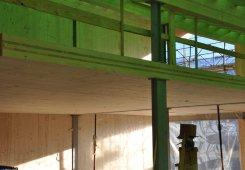 Massive Holzdecken bilden nun die Basis für das Dachgeschoss.