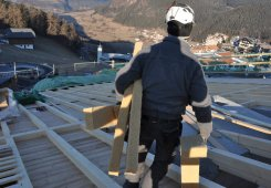 Der Einbau der Holzfaserdämmung kann beginnen.