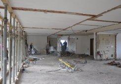 Erste Etage nun auch ohne Zwischenwände und ohne Unterboden.