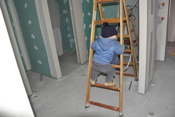 ein Männlein steht im Bau ganz still und... klettert rum..