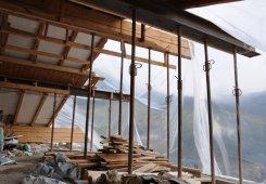 Das Dach ist fertig zum Abbruch.