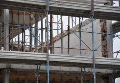 Abtragung der schrägen Decke im 3. Obergeschoss.