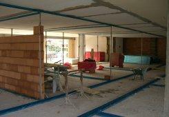 Einbau der Zimmertrennwände.