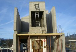 Betonbau für den Aufzug im 4. Obergeschoss.